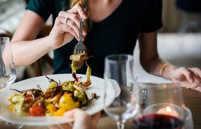 Eat slowly. Image: Pixabay